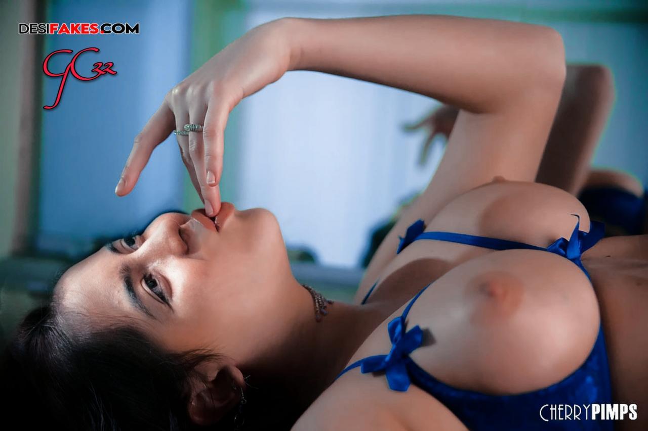 Amritha Aiyer Show Back Sexbaba Fake Actress