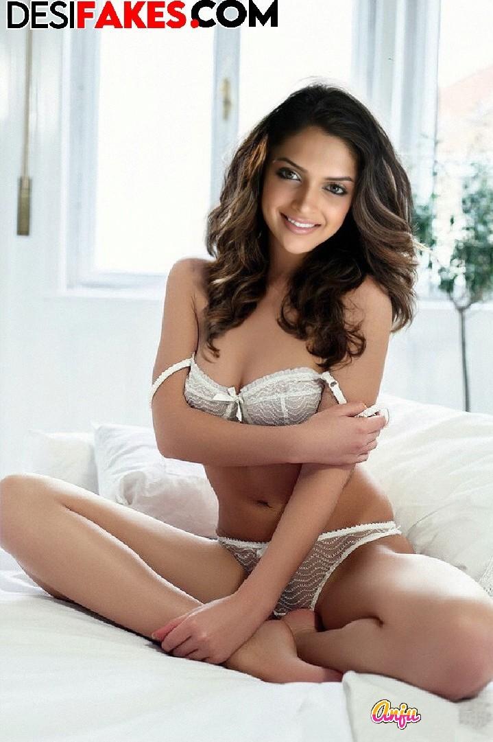 Deepika Padukone Pussy Pics Tits With Holes