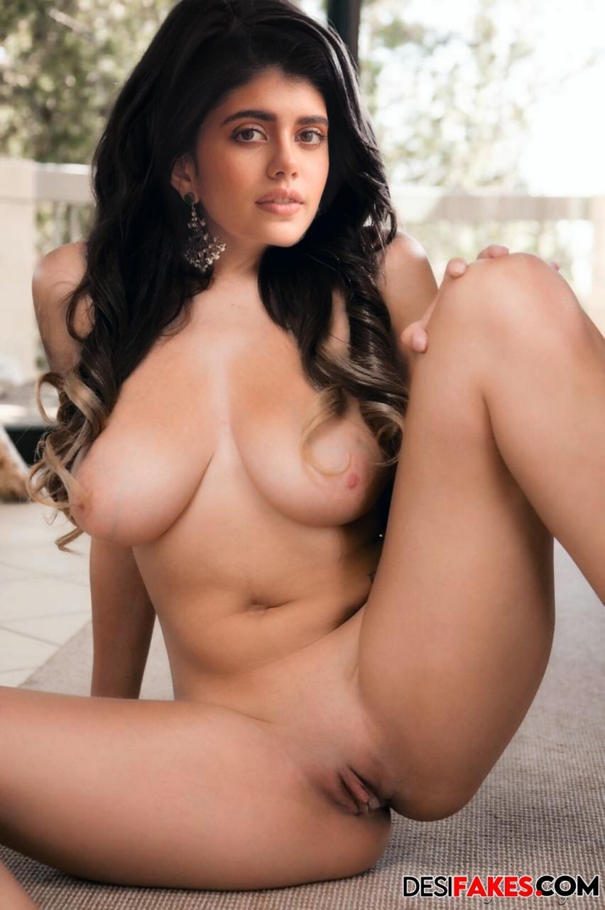 Sanjana Sanghi Heroine Without Clothes