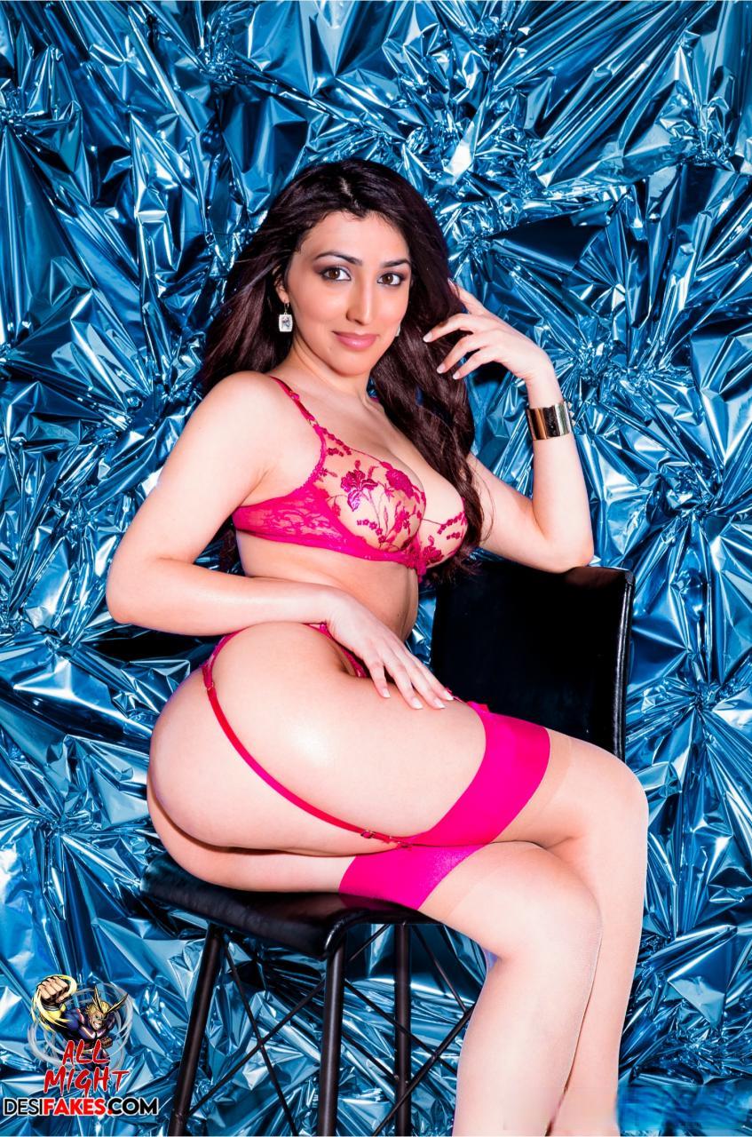 Yami Gautam Heroine Low Neck Blouse Wallpaper