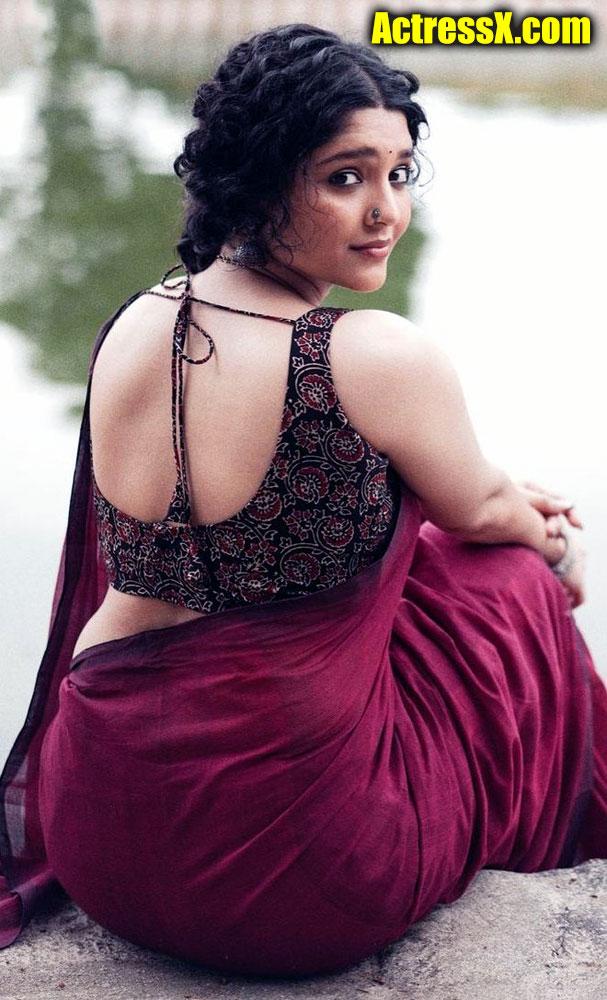 Ritika Singh Sexy Look In Saree with Bigger